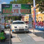 Christian Gunzinam auf 944 Turbo beim Start der Rallye Weiz 2017